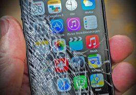 Σπασμένη οθόνη σε κινητό iPhone8
